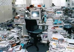 messy-office-03
